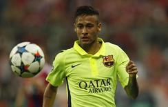 Atacante Neymar, do Barcelona, durante jogo de volta das semifinais da Liga dos Campeões contra o Bayern, em Munique. 12/05/2015 REUTERS/Ina Fassbender