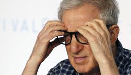 """El director Woody Allen asiste a una conferencia de prensa de la película """"Un hombre irracional"""", en el Festival de Cannes, en Cannes, 15 de mayo de 2015. El premiado cineasta Woody Allen teme que su primera incursión en la pequeña pantalla sea un desastre y dijo que nunca debería haber aceptado crear un programa de televisión para Amazon.com. REUTERS/Regis Duvignau"""