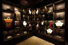 Roupas e acessórios que pertenceram à artista mexicana Frida Kahlo são expostos no México.  21/11/2012.  REUTERS/Edgard Garrido