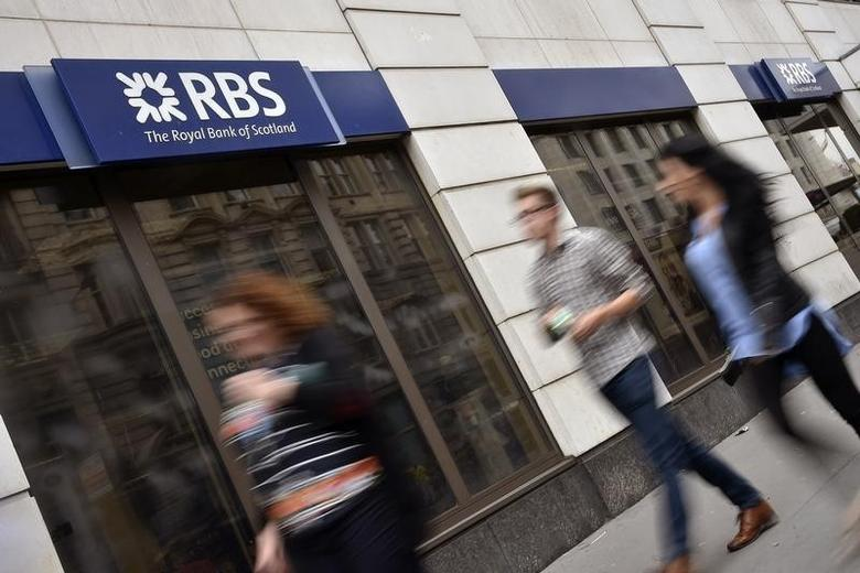 People walk past a branch of The Royal Bank of Scotland (RBS) in central London August 27, 2014.  REUTERS/Toby Melville