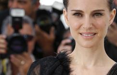 Diretora e atriz Natalie Portman posa para fotos em Cannes. 17/05/2015  REUTERS/Regis Duvignau