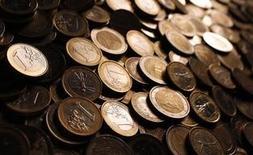 Le Fonds monétaire international (FMI) a confirmé mardi prévoir 1,2% de croissance en 2015 pour la France mais juge nécessaire de réduire la dépense publique et de faire de nouvelles réformes structurelles pour soutenir l'activité à moyen terme. /Photo d'archives/REUTERS/Tony Gentile