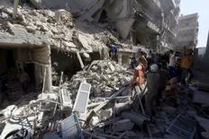 A Alep. La situation en Irak et en Syrie, où l'Etat islamique poursuit sa progression malgré les frappes aériennes de la coalition internationale, va faire l'objet d'une réunion internationale début juin à Paris. Le chef de la diplomatie américaine John Kerry sera notamment présent. /Photo prise le 3 mai 2015/REUTERS/Hosam Katan