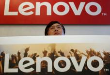 Yang Yuanqing, directeur général de Lenovo. Le premier fabricant mondial de PC affiche un bénéfice net annuel en hausse de 1%, à 829 millions de dollars (746 millions d'euros), inférieur aux attentes des analystes. /Photo prise le 21 mai 2015/REUTERS/Bobby Yip