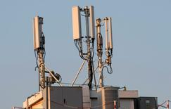 Le ministère de l'Economie a annoncé jeudi la signature d'un protocole d'accord entre les opérateurs de téléphonie mobile en France portant sur la couverture des zones rurales avant mi-2017. /Photo d'archives/REUTERS/Eric Gaillard
