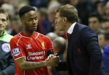 Raheem Sterling do Liverpool e o técnico Brendan Rodgers durante partida contra o Newcastle United.  13/04/2015    Action Images via Reuters / Lee Smith Livepic