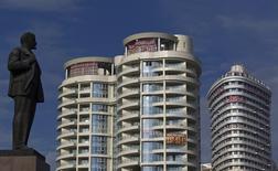 Новые жилые дома в Сочи. 19 сентября 2013 года. Израильский девелопер, строящий в РФ, AFI Development уменьшил чистую прибыль в первом квартале 2015 года в годовом выражении до $6 миллионов и снизил выручку, сообщила компания в пятницу. REUTERS/Maxim Shemetov