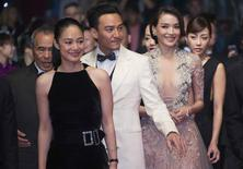 """(L-R) Director Hou Hsiao-Hsien, cast members Yun Zhou, Chang Chen, Shu Qi and Nikki Hsin-Ying Hsieh pose on the red carpet as they arrive for the screening of the film """"The Assassin"""" (Nie yin niang) in competition at the 68th Cannes Film Festival in Cannes, southern France, May 21, 2015.            REUTERS/Yves Herman"""