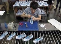 An employee works at a Shuangwei factory in Putian, Fujian province, China, May 14, 2015. REUTERS/John Ruwitch