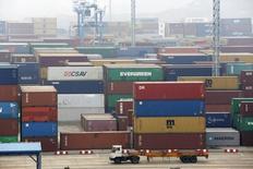 Contêineres no porto de Ningbo, na China. 23/01/2015    REUTERS/William Hong