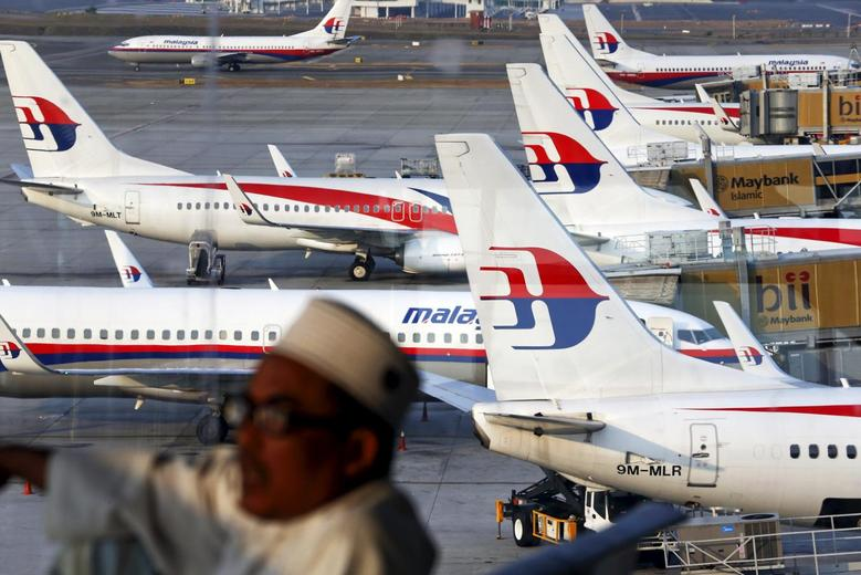 Malaysia Airlines planes are seen on the tarmac at the Kuala Lumpur International Airport in this March 12, 2014 file photo.  REUTERS/Damir Sagolj/Files