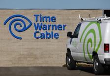Charter Communications, le troisième câblo-opérateur aux Etats-Unis, serait proche d'un accord pour un rachat de Time Warner Cable (TWC), le numéro deux du secteur, pour 55 milliards de dollars (50 milliards d'euros). Leur fusion donnerait naissance à un rival de taille pour Comcast, premier opérateur américain sur le câble et l'internet à haut débit et prendrait de vitesse le français Altice, le groupe de Patrick Drahi. /Photo d'archives/REUTERS/Mike Blake