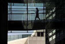 A worker passes through a walkway in an office of Goldman Sachs in London April 20, 2010.  REUTERS/Toby Melville