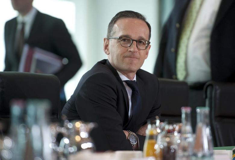 German Justice Minister Heiko Maas attends the weekly cabinet meeting at the Chancellery in Berlin, Germany, May 27, 2015. REUTERS/Stefanie Loos