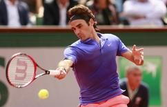Switzerland's Roger Federer in action during the third round of French Open at Roland Garros, Paris on 29 May, 2015. Reuters / Jason Cairnduff