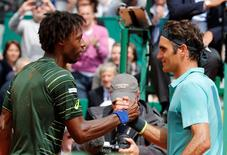 Gael Monfils of France (L) shakes hands with Roger Federer of Switzerland after winning their match at the Monte Carlo Masters in Monaco April 16, 2015.   REUTERS/Eric Gaillard