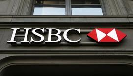 Logo do HSBC visto em filial do banco em Zurique.  10/02/2015   REUTERS/Arnd Wiegmann