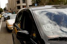 Logotipo do Uber visto em um carro. 07/05/2015 REUTERS/Robert Galbraith