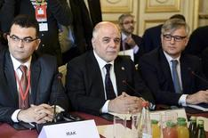 Primeiro-ministro do Iraque, Haider al-Abadi (centro), e membros de uma coalizão anti-Estado Islâmico se reúnem em Paris, na França, nesta terça-feira. 02/06/2015 REUTERS/Stephane De Sakutin/Pool