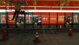 Publicidade de um dos patrocinadores da Fifa numa estação de metrô em São Paulo, durante a Copa do Mundo no Brasil, em junho do ano passado. 10/06/2014 REUTERS/Kai Pfaffenbach