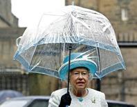 Rainha Elizabeth, da Grã-Bretanha, durante visita ao Castelo de Lancaster.   29/05/2015   REUTERS/Andrew Yates