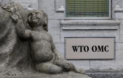 La sede de la Organización Mundial de Comercio en Ginebra, abr 9 2013. Un acuerdo de la Organización Mundial de Comercio para hacer más eficientes las normas aduaneras globales podría reducir los costos del comercio internacional entre un 12,5 y un 17,5 por ciento, mostró el jueves un estudio de la Organización para la Cooperación y el Desarrollo.  REUTERS/Ruben Sprich
