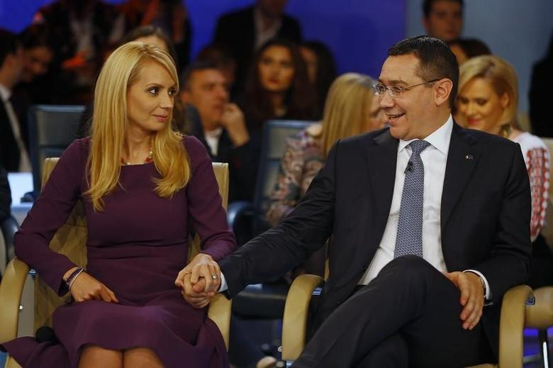 Romania's Prime Minister Victor Ponta holds hands with his wife Daciana Sarbu during a proposed presidential TV debate in Bucharest November 13, 2014. REUTERS/Bogdan Cristel