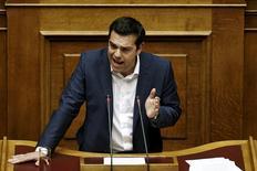 """Alexis Tsipras a déclaré vendredi devant le Parlement grec que son gouvernement ne pouvait pas accepter les propositions """"absurdes"""" que lui ont présentées cette semaine les créanciers de la Grèce et a dit vouloir croire à leur retrait. /Photo prise le 5 juin 2015/REUTERS/Alkis Konstantinidis"""