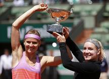 Lucie Safarova of Czech Republic (L) and Bethanie Mattek-Sands of the U.S. pose with the trophy after winning their women's doubles final match against Casey Dellacqua of Australia and Yaroslava Shvedova of Kazakhstan at the French Open tennis tournament at the Roland Garros stadium in Paris, France, June 7, 2015.             REUTERS/Jean-Paul Pelissier