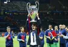 FC Barcelona v Juventus - UEFA Champions League Final - Olympiastadion, Berlin, Germany - 6/6/15. Barcelona coach Luis Enrique celebrates with the trophy after winning the UEFA Champions League. Reuters / Darren Staples