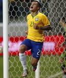 Philippe Coutinho comemora gol do Brasil contra o México, em São Paulo. 07/06/2015 REUTERS/Paulo Whitaker