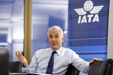El presidente de IATA, Tony Tyler, durante una entrevista con Reuters, en Ginebra, 11 de diciembre de 2014. Las aerolíneas globales elevaron el lunes su previsión de las ganancias de la industria en el 2015 en más de 17 por ciento a 29.300 millones de dólares, casi el doble respecto al año pasado, gracias al aumento de los ingresos en Norteamérica y los bajos precios de los combustibles. REUTERS/Pierre Albouy