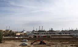 Вид на нефтяное месторождение Байджи к северу от Багдада. 8 декабря 2014 года. ОПЕК повысила добычу нефти в мае, но считает, что избыток топлива на мировом рынке сократится в ближайшие кварталы за счет роста потребления и более медленного повышения добычи в странах, не входящих в организацию. REUTERS/Ahmed Saad