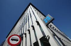 Logo de la OPEP en las oficinas centrales del grupo en Viena, 5 jun, 2015. Irán quiso reinstaurar el sistema de cuotas de exportación de la OPEP en la reunión que el grupo tuvo la semana pasada en Viena, informó el sábado la agencia de prensa Shana. REUTERS/Heinz-Peter Bader
