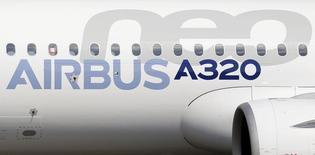 GE Capital Aviation Services (GECAS), la filiale location d'avions de General Electric, a annoncé une commande ferme portant sur 60 Airbus de la famille A320neo. /Photo d'archives/REUTERS/Régis Duvignau
