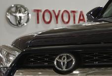 Toyota a annoncé mardi le rappel de 1,37 million de véhicules supplémentaires aux Etats-Unis en raison du risque potentiel représenté par les airbags du groupe japonais Takata. /Photo prise le 16 juin 2015/REUTERS/Yuya Shino