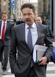 """El presidente del Eurogrupo, Jeroen Dijsselbloem, llega a la sede de la Comisión Europea, en Bruselas, Bélgica, 3 de junio de 2015. Existe una """"muy baja"""" probabilidad de que se llegue a un acuerdo con Grecia cuando se reúnan el jueves los ministros de Finanzas del Eurogrupo para tratar de finalizar un pacto de ayuda financiera a cambio de reformas, dijo el miércoles el presidente del Eurogrupo, Jeroen Dijsselbloem. REUTERS/Francois Lenoir"""