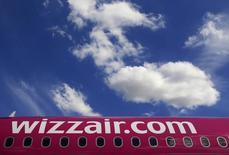 Wizz Air a signé jeudi un protocole d'accord avec Airbus portant sur une commande de 110 A321neo d'un montant de 13,7 milliards de dollars au prix catalogue. La compagnie hongroise à bas coûts annonce avoir signé un protocole d'accord portant sur une option pour 90 appareils supplémentaires. /Photo d'archives/REUTERS/Bernadett Szabo