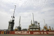 НПЗ PDVSA в Пуэрто-Кабельо. 23 сентября 2009 года. Госкомпания Роснефть подписала основные условия контракта экспорта российской нефти на НПЗ венесуэльской госкомпании PDVSA, сообщила Роснефть. REUTERS/Edwin Montilva