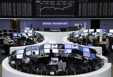 Les Bourses de la zone euro ont clôturé en forte hausse lundi sur des anticipations, alimentées par des déclarations de responsables européens, d'une solution au dossier de la dette grecque dans la perspective du Sommet des chefs d'Etat et de gouvernement de l'Union monétaire prévu dans la soirée. /Photo prise le 22 juin 2015/REUTERS
