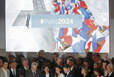 French athletes and officials pose, including city mayor Anne Hidalgo (5thL), as they attend an event to launch the Paris bid to host the 2024 Olympic and Paralympic Games in Paris, France, June 23, 2015.   REUTERS/Christian Hartmann