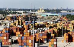 Port de la Nouvelle-Orléans. L'économie américaine s'est contractée de 0,2% au premier trimestre, accusant le coup d'un hiver marqué par de fortes chutes de neige et de la vigueur du dollar, /Photo d'archives/REUTERS/Sean Gardner