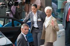 La directrice générale du Fonds monétaire international, Christine Lagarde, à la sortie de la réunion de l'Eurogroupe à Bruxelles. La réunion des ministres des Finances de la zone euro à Bruxelles, censée étudier le fruit des pourparlers sur la Grèce, a duré moins d'une heure et le vice-président de la Commission européenne a expliqué que les discussions allaient se poursuivre toute la nuit, avec pour objectif de parvenir à un accord avant un nouvel Eurogroupe prévu jeudi à 13h00. /Photo prise le 24 juin 2015/REUTERS/Philippe Wojazer