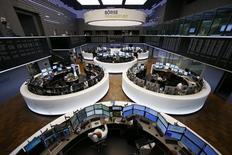 Помещение фондовой биржи во Франкфурте-на-Майне. 16 июня 2015 года. Европейские фондовые рынки разнонаправленны на фоне новых осложнений в переговорах Греции с кредиторами. REUTERS/Ralph Orlowski