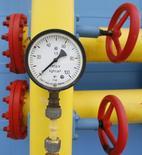 Датчик давления ПХГ на Украине. 21 мая 2013 года. Киев готовится к запланированным на 30 июня трехсторонним газовым переговорам с участием России и ЕС, в ходе которых рассчитывает подписать соглашение о поставках российского топлива на период до конца марта 2016 года, сообщило министерство энергетики и угольной промышленности. REUTERS/Gleb Garanich