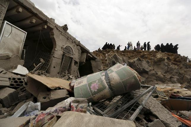Saudi jets bomb Yemen thumbnail