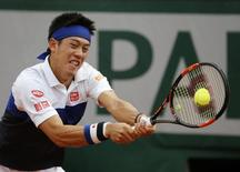 Kei Nishikori of Japan returns the ball to Jo-Wilfried Tsonga of France during their men's quarter-final match during the French Open tennis tournament at the Roland Garros stadium in Paris, France, June 2, 2015.        REUTERS/Pascal Rossignol