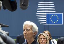 La directora gerente del Fondo Monetario Internacional (FMI), Christine Lagarde, conversa con los periodistas sobre la crisis de Grecia. Imagen de archivo. REUTERS/Yves Herman