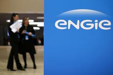 Engie (ex-GDF Suez) envisage d'ouvrir le capital de sa filiale belge Electrabel à travers une introduction en Bourse, rapporte lundi La Lettre de l'Expansion. /Photo prise le 28 avril 2015/REUTERS/Benoît Tessier