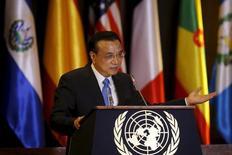 Primeiro-ministro chinês, Li Keqiang, durante encontro em Santiago.   25/05/2015  REUTERS/Carlos Vera